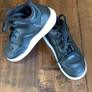 Air Jordan high top tennis shoes size 9 C